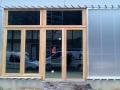 07-menuiseries-exterieures-bois-pose-en-tunnel-avec-bardage-en-polycarbonate-translucide